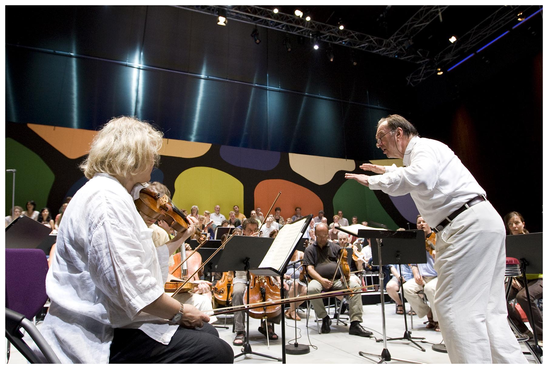 ©Werner Kmetitsch. Nikolaus Harnoncourt und das Chamber Orchestra of Europe spielen Beethoven.