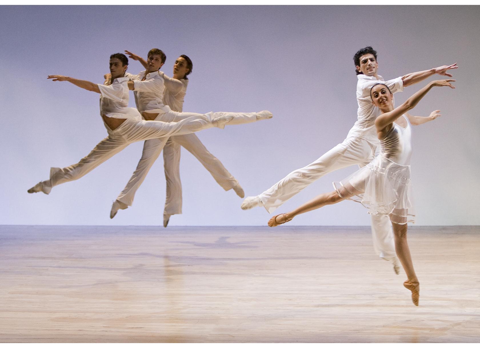 ©Werner Kmetitsch. Das Ballett der Zürcher Oper in Aktion.