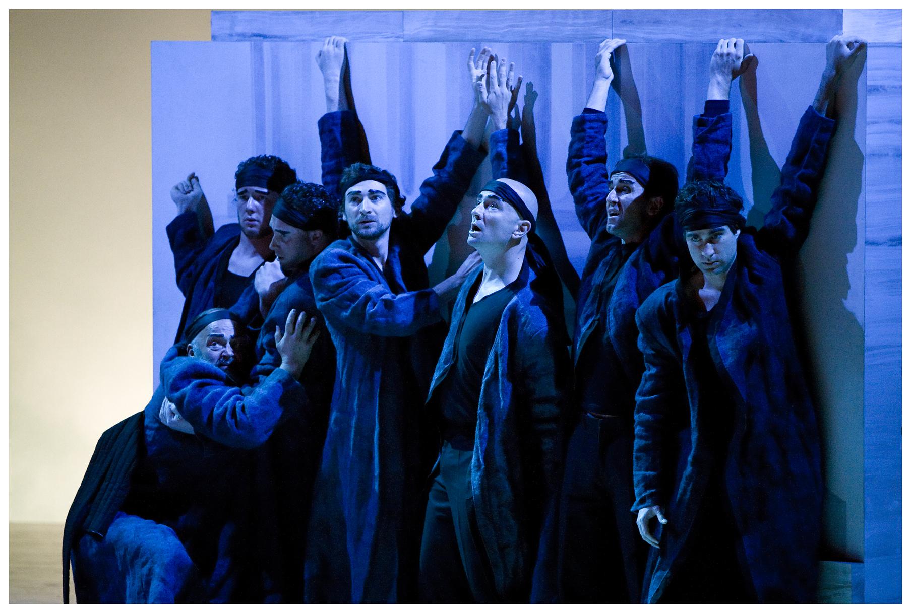 """©Werner Kmetitsch. Der Arnold Schoenberg Chor in """"Idomeneo""""."""